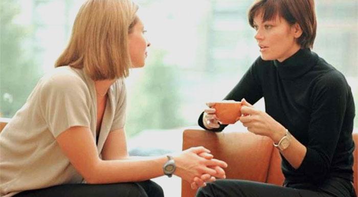 2 girls chatting
